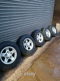 Land rover defender/discovery new alloy wheels with off road tyres