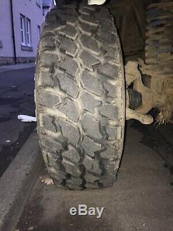 Land Rover Discovery 15 Off Road Roues Et En Radial Sur La Boue