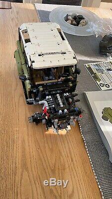 Lego Technic 42110 Land Rover Defender Off Road 4x4 Construit Avec La Boîte Manuelle Et